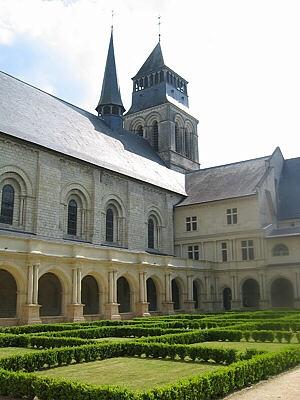 abbaye_fontevraud_3-300x400