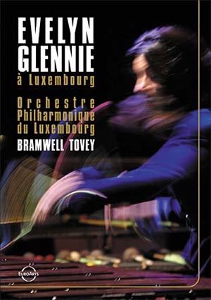 Evelyn Glennie, Les percussions se frappent…mais se caressent aussi!