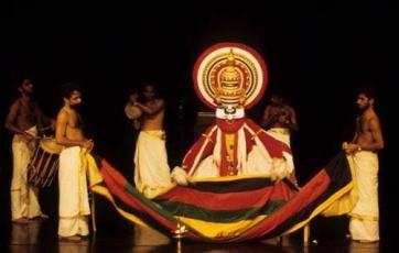 Kathakali: Quand l'Occident regarde l'Orient, coloré et chatoyant…