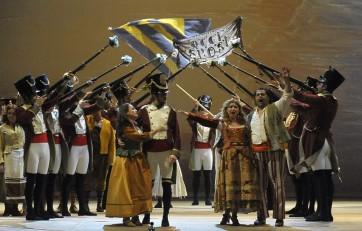 Desirée Rancatore (Adina) ; Celso Albelo (Nemorino) © Michele Cosera  / Teatro la Fenice