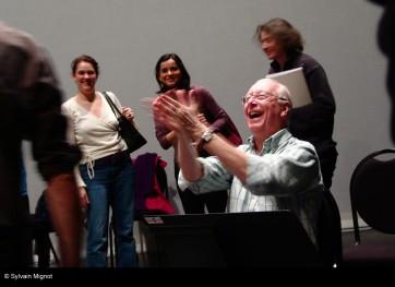 William Christie entouré de ses jeunes chanteurs © Sylvain Mignot