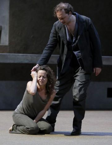 Evelyn Hertzelius (Elektra), Mikhail Petrenko (Orest) © Pascal Victor / Artcomart