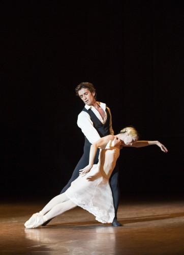 La dame aux Camelias (Saison 2013-2014)Eleonora Abbagnato - Benjamin Pech Crédit : Julien Benhamou / Opéra national de Paris