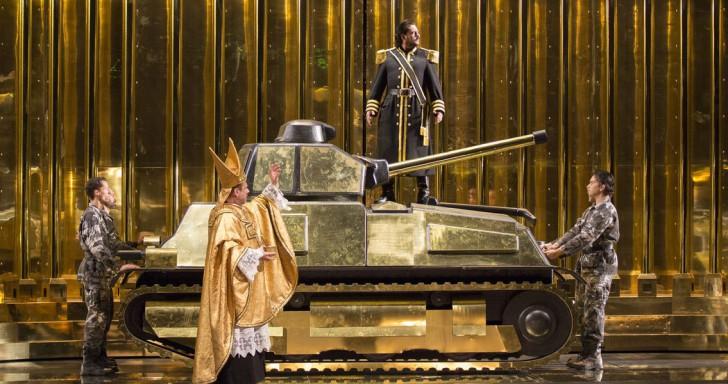 Roberto Scandiuzzi (Ramfis), Marcelo Álvarez (Radames) © Opéra national de Paris / Elisa Haberer