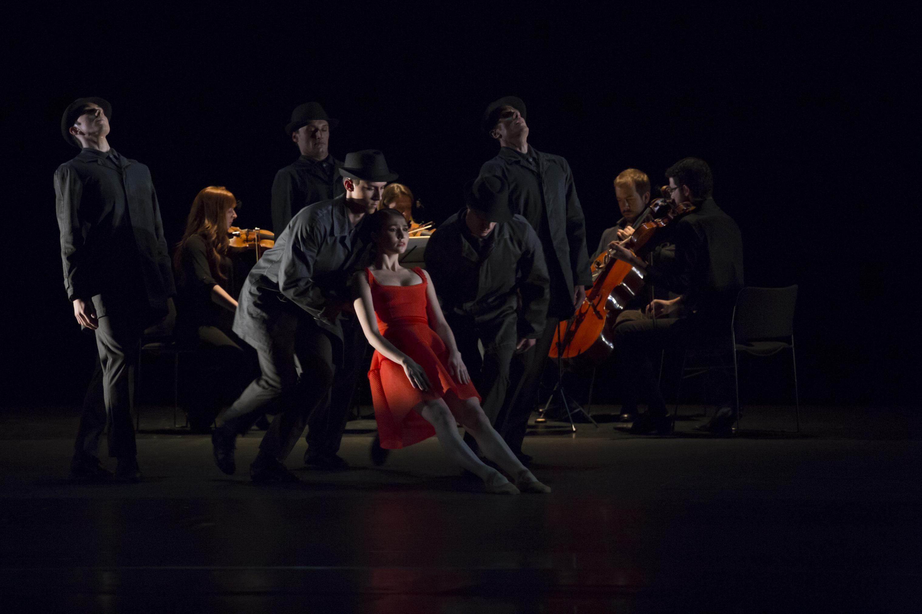 Un salon musical tr s d cal l op ra de paris danse - Musique danse de salon ...