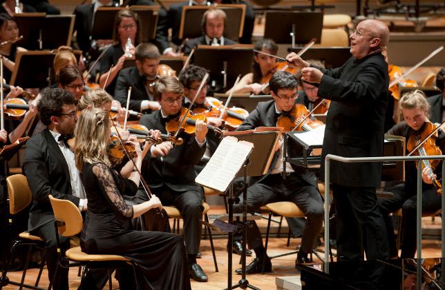 YEC_Frankreich_Orch-mit-Dirigent-Dennis-Russell-Davies5