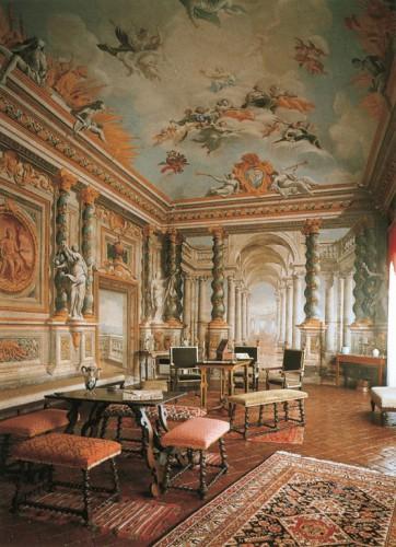 Salone Contucci Vertical
