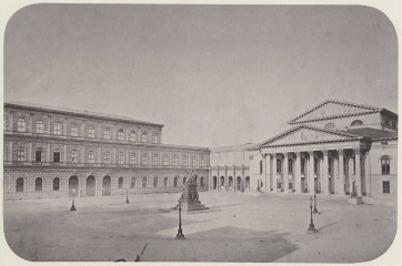 Le Nationaltheater en 1860, avec la Résidence royale et la statue de Max Joseph (photo de Joseph Albert)