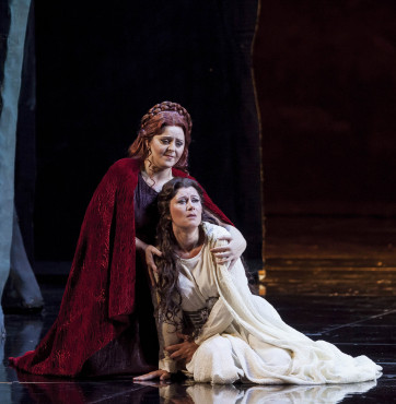 Maria Agresta (Norma), Veronica Simenoi (Adalgisa) © Ramella&Giannese/Fondazione Teatro Regio di Torino.