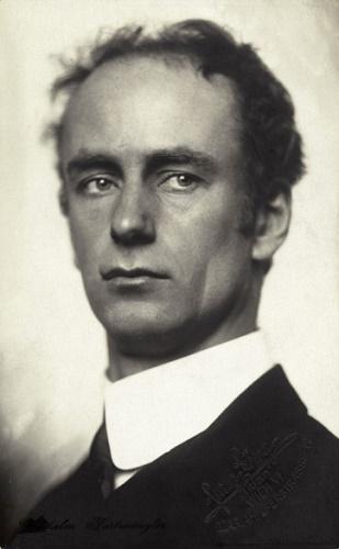 7OE-I1-472802 ORIGINAL: Wilhelm Furtwaengler, deutscher Dirigent. Photographie von Franz Loewy. Um 1920 Handschriftensammlung der Wienbibliothek im Rathaus