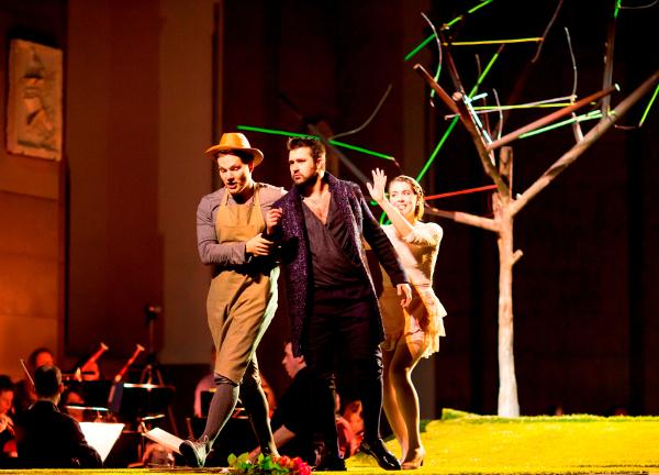 Denis Milo (Roberto/Nardo), Boze Juric Pesic (Don Anchise) et Silvia Lacchia (Serpetta)