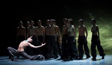 Crystal Pite dynamite la rentrée du Ballet de l'Opéra de Paris