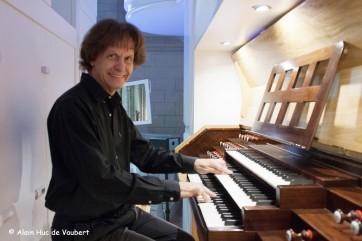 Frédéric Munoz à l'orgue de La Réole.
