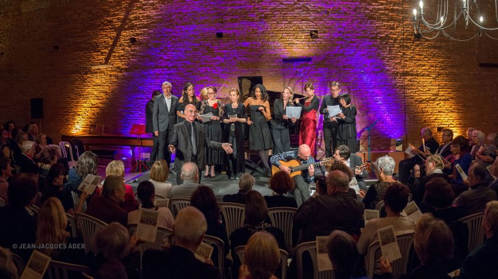Filan festif où le public accompagne les artistes dans la Barcarolle des Contes d'Hoffmann.