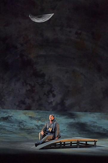Direction Paul Daniel Mise en scène Yoshi Oïda Décors Tom Schenk Costumes Richard Hudson Lumières Fabrice Kebour Leila Joyce El-Khoury Nadir Sébastien Droy Zurga David Bizic Nourabad Jean-Vincent Blot Orchestre Orchestre National Bordeaux Aquitaine Chœur Chœur de l'Opéra National de Bordeaux Chef de chœur Salvatore Caputo