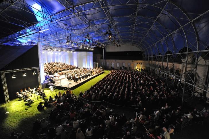 Cour du Chateau Louis XI_2012 Berlioz Requiem -®H. Coste-Le Dauphiné Libéré