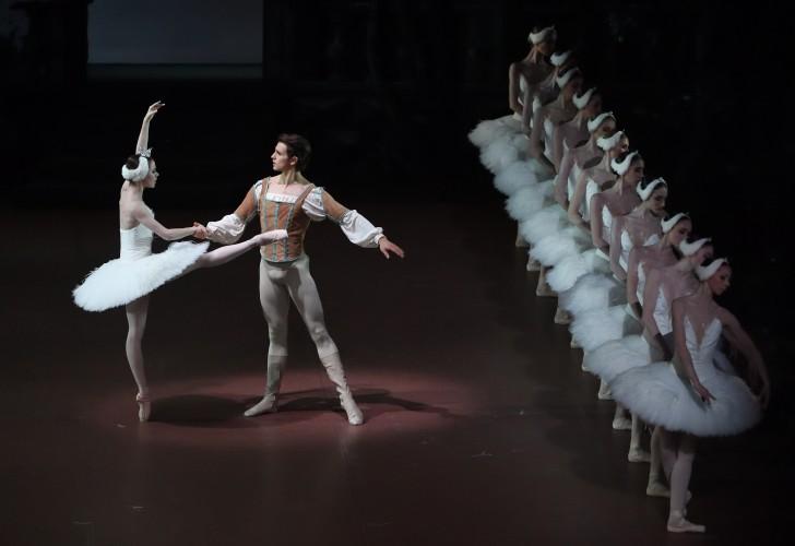 Schwanensee_Badenes_Moore_Ensemble(c)Stuttgarter Ballett