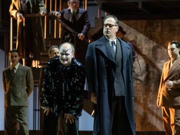 Rigoletto_Roberto Frontali (Rigoletto), Carlo Cigni (Monterone)_ph Yasuk...