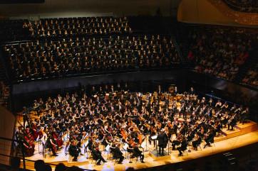Concert Monstre dirigé par François-Xavier Roth à la Philharmonie de Paris, le 24 juin 2019. Ténor Julien Dran.