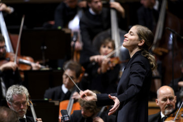 Orchestre de Paris avec Karina Canellakis (cheffe) et Dorothea Röschmann (Soprano) avec le Choeur de l'Orchestre de Paris - Repetition générale: Ravel, Bartok, Wagner - Chef d'Orchestre - Photogrpahié à la Philarmonie - 3 Septembre 2019 - Paris