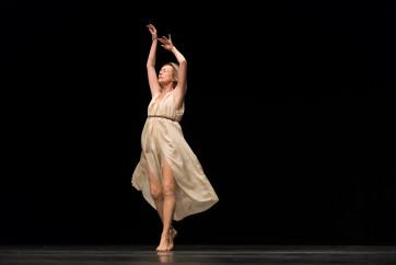 Jérôme-Bel-Isadora-Duncan-Deutsches-Theater-©-Tanz-im-August-HAU-Hebbel-am-Ufer-Foto-Camille-Blake-2019-9