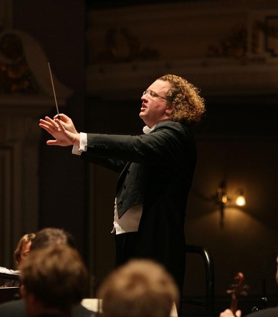 Pic: Tom Finnie (15.1.2010) RSNO: Usher Hall (Fauré's Requiem; Roussel's Symphony No. 3, Ravel's La Valse) - Stéphane Denève leads rehearsals.