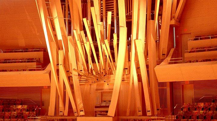 walt-disney-hall-organ-angle-fr
