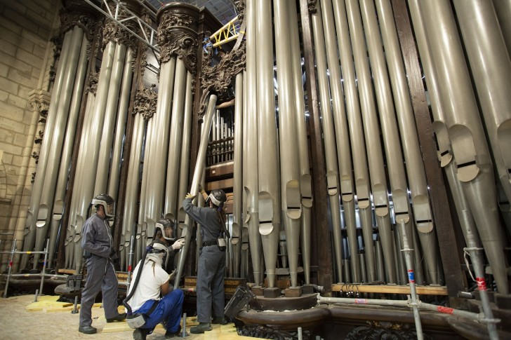 FRANCE. Paris, the 08th September 2020. Beginning of the disassembly of the organ of Notre-Dame of Paris' cathedral. Technicians and organ builders are removing the horizontal tubes (les chamades). The organ is composed of 8000 tubes.