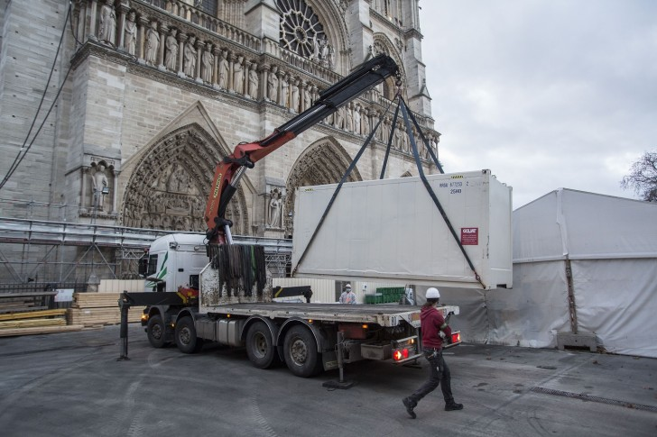 FRANCE. Paris, the 04th of december 2020. Notre-Dame of Paris' cathedral. Removing of the container carrying the last elements of the organ.