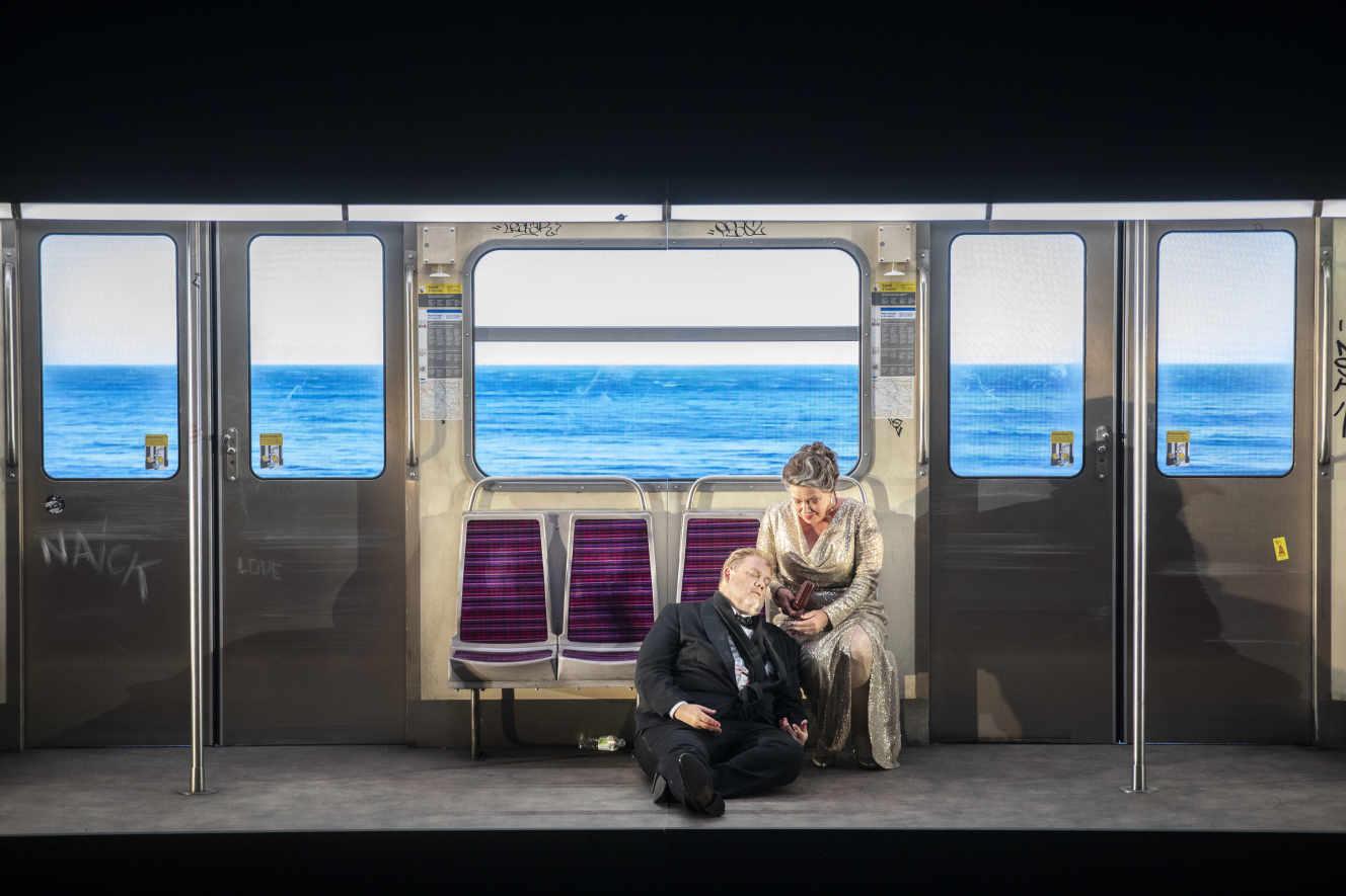 Tristan prend le métro à Aix en Provence