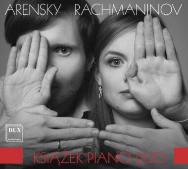 Le duo de pianos Książek assez prosaïque dans Rachmaninov et Arenski